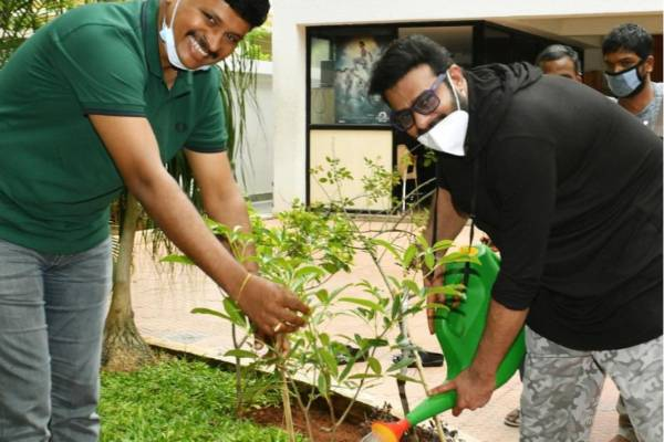 Prabhas accepts Green-India Challenge