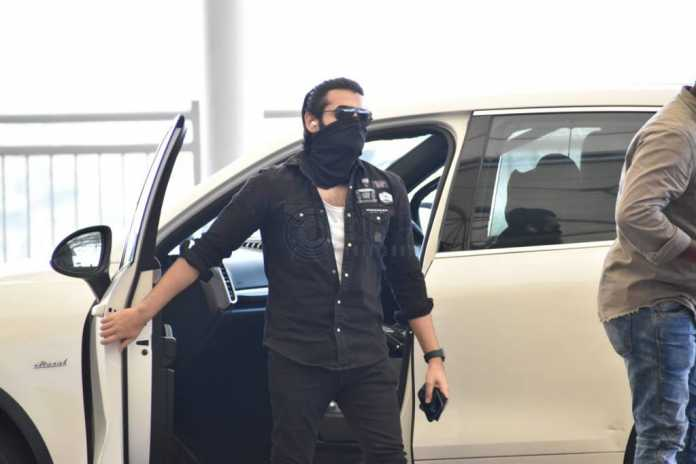 Ram Pothineni looks dapper on the way to vizag RED